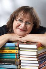 Jag med några av mina drygt 40 böcker. Foto Bertil Knoester.